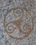 le triskel symbole par ses trois ailettes leau lair la terre et par son centre le feu-posé a plat il genere une mini cheminee cosmo tellurique